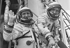 Leonov and Kubasov before launch