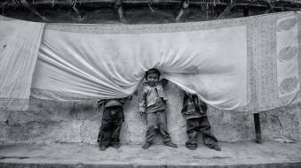birbhum-west-bengal-india-hide-and-seek-play-children-nikon-d3100-10-20mm-debajit-dutta