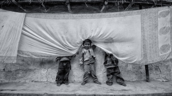 birbhum-west-bengal-india-hide-and-seek-play-children-nikon-d3100-10-20mm-debajit-dutta